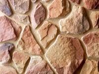 Рельефная облицовка здания камнями