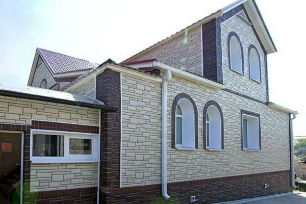 фасадный камень домов фото